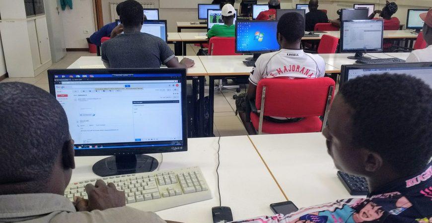 Ad Umbertide i richiedenti asilo imparano ad usare il PC