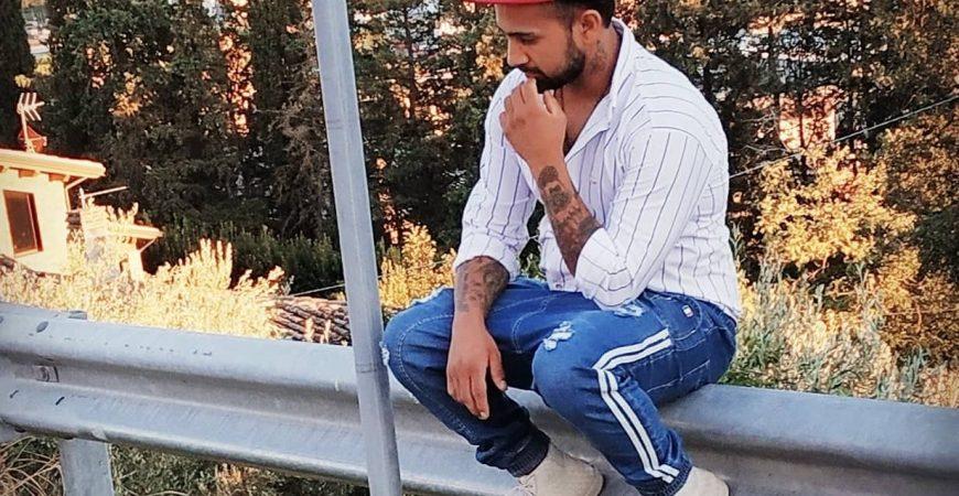 Tutta la forza di Kiya, che con la musica dà voce all'Afghanistan
