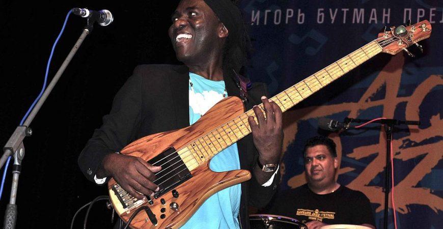 """""""Heritage"""" di Richard Bona è un viaggio afro-cuban jazz sopra l'Atlantico"""