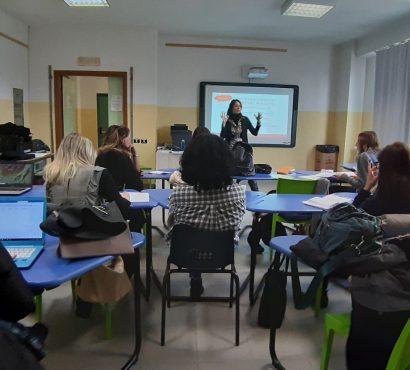 Gli insegnanti a lezione di progettazione (europea) con Frontiera Lavoro