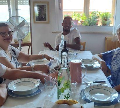 """Il pranzo internazionale e multiculturale di Sharmake e Loredana, conviventi grazie a """"Mai più Soli!"""""""